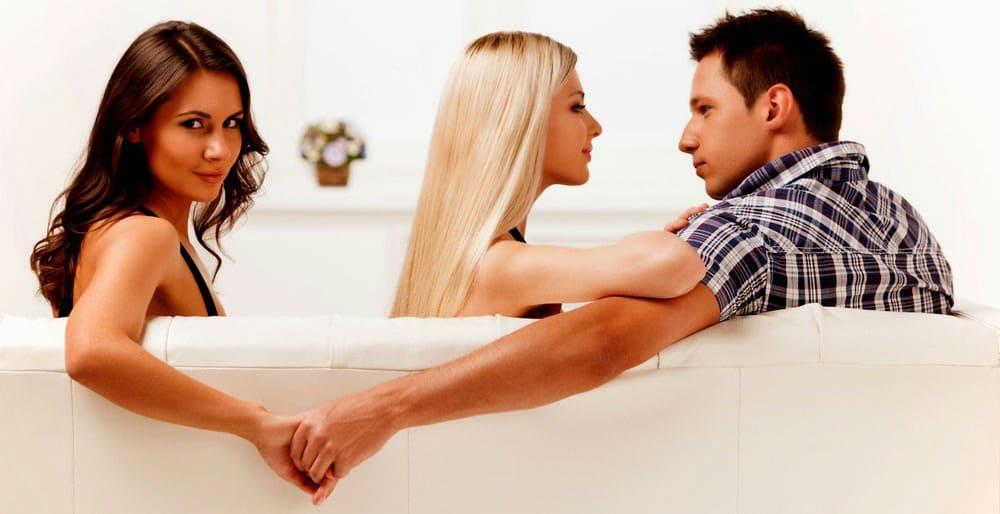 Измена супружеская